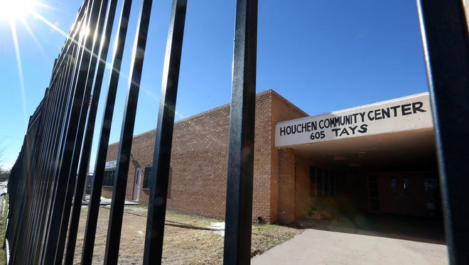 Big plans are in the works for the Houchen Community Center in South El Paso, including an organic foods store, an urban garden, cooking classes, possibly a small cafe, 3-D printing and computer coding classes for children.