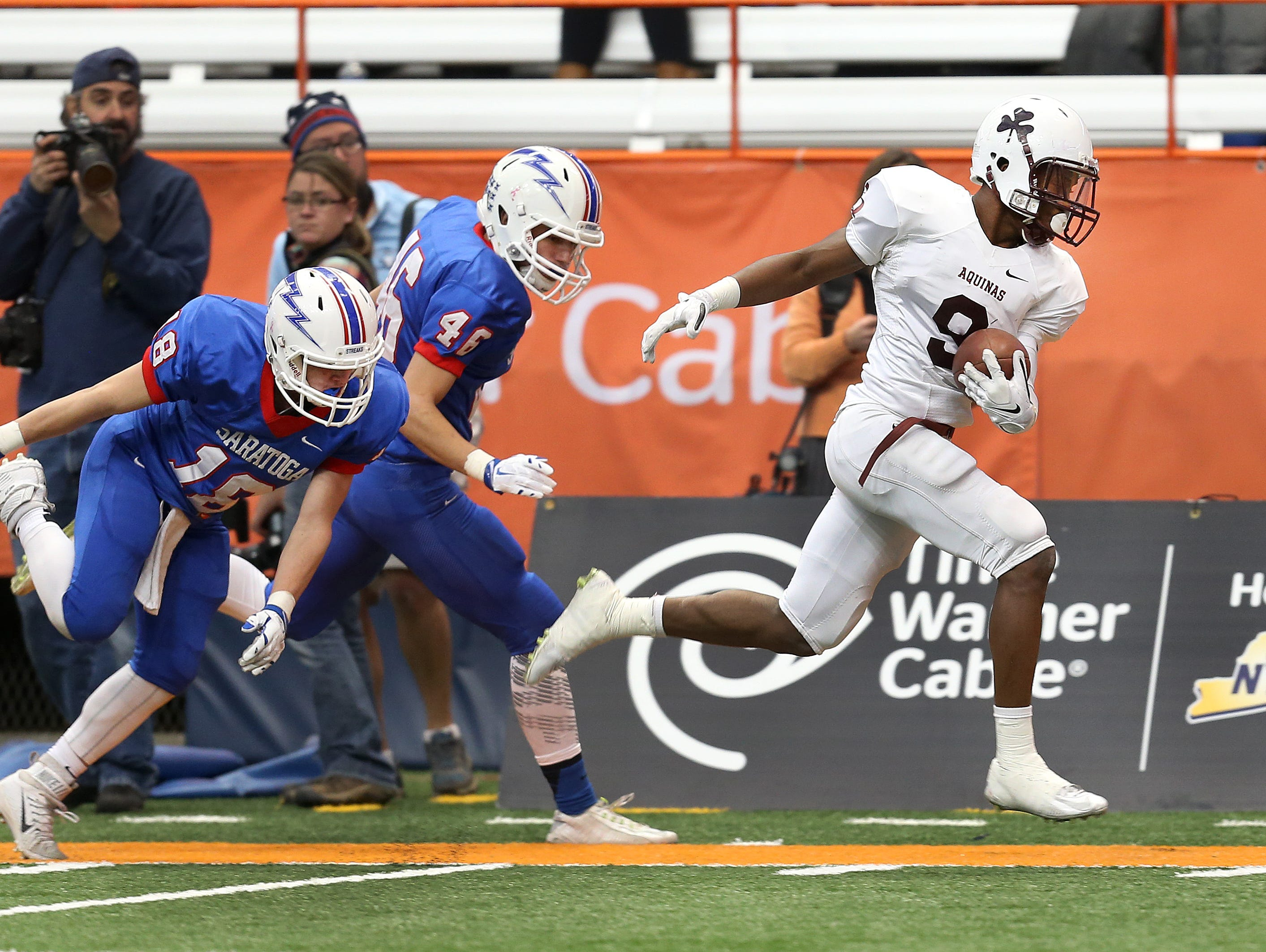 Aquinas receiver Earnest Edwards (9) scores a touchdown on a long pass against Saratoga Springs. Edwards scored 4 TDs in a 44-19 win.