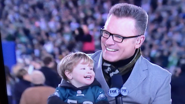 Chris Long's son celebrated Eagles win with grandpa