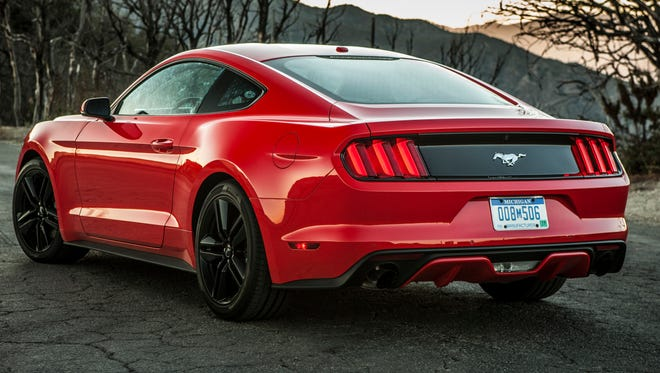 Taillights were all most folks saw of the 2015 Mustang as it tied Honda's new CR-V for fastest-selling vehicle in October.