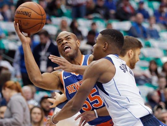 New York Knicks guard Jarrett Jack (55) battles Dallas