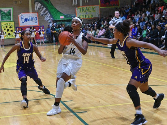 Captain Shreve's Kennedi Heard drives to the hoop against
