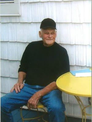 Hank Runge, of Kirkwood, died Dec. 5.