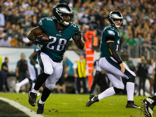 Eagles running back Wendell Smallwood, shown against Washington on Oct. 23, has rushed for 174 yards this season.