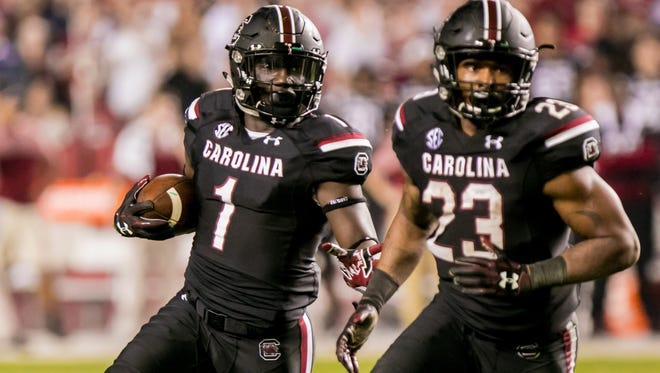 South Carolina  wide receiver Deebo Samuel (1) looks for room to run as running back Rico Dowdle (23) blocks against Tennessee in the second half at Williams-Brice Stadium.