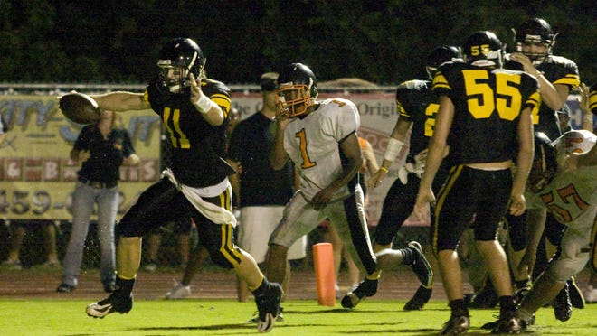 Merritt Island QB Kerry Collins scores game-winning touchdown in the final minute of play against Cocoa in 2008.