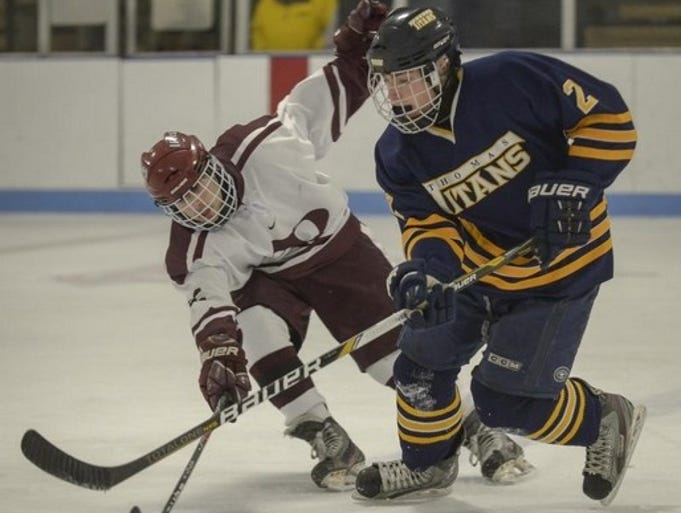 Aquinas defeated Webster Thomas 4-2 in hockey action on Saturday.