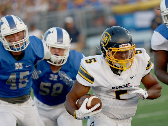 Moeller's Colin Thurman runs for a touchdown during