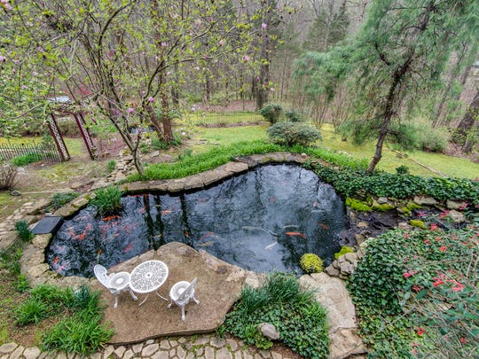 "Vivian Armstrong, a Realtor with Re/Max Elite in Brentwood, says she makes a point of meeting appraisers at the house to point out ""premiums"" that add to the property's value, such as the multiple ponds at Bob and Diane Nichols' home in Joelton."