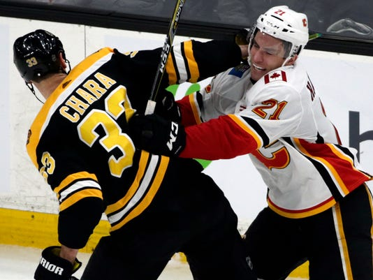 Flames_Bruins_Hockey_55287.jpg