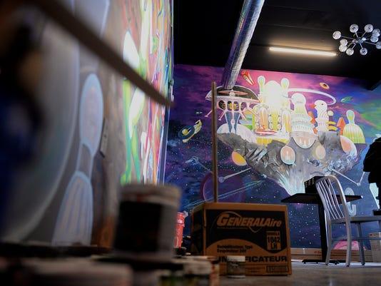 635575277046884252-CosmosPizza-mural