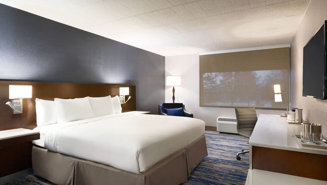 A guest room in Delta Hotels Detroit Metro Airport