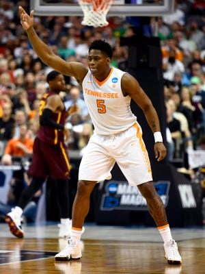 Tennessee forward Admiral Schofield (5) gestures to his teammates during Saturday's game.