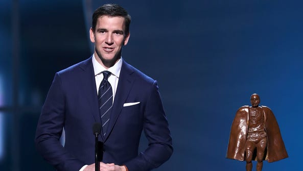 Eli Manning accepts the Walter Payton NFL Man of the