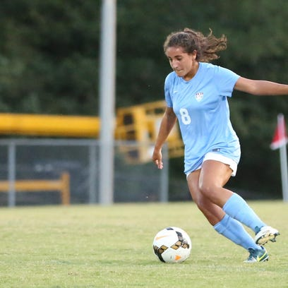 5 USJ Nour Nabhan controlled the midfield Monday eve against JC