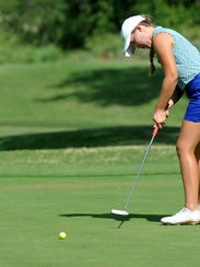 Summer Marshall putts on No. 8 during the final round