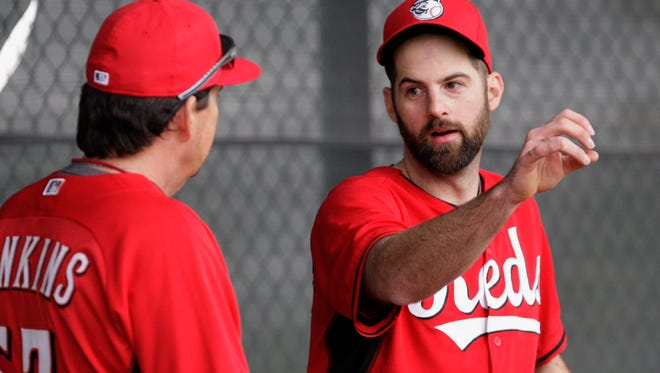 Reds right-handed pitcher Burke Badenhop talks with bullpen coach Mack Jenkins on Friday morning in Goodyear.