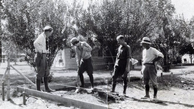 Architect Lloyd Wright, Pearl McManus, Austin McManus and contractor Quinn Spalding turn the first spade of dirt for the Oasis Hotel in Palm Springs.
