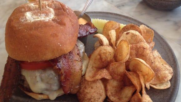 Hamburger at Salazar.