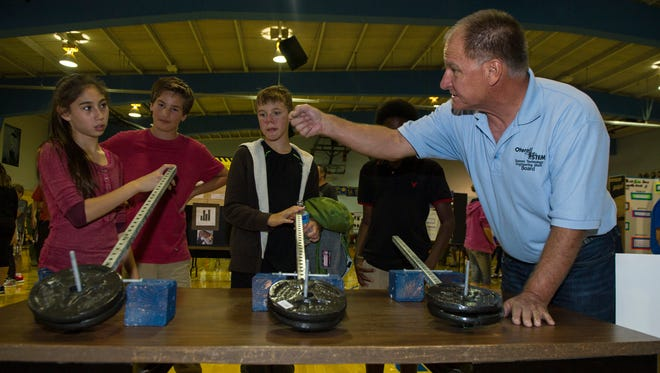 Frederick Stong, the president of Otero Science Technology Engineering and Math, teaches students from Holloman Middle School about weight distribution during the Holloman Middle School Science Fair, Oct. 7.