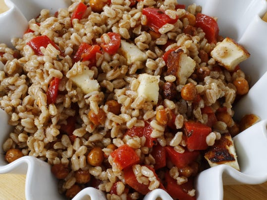Food Chickpea and Farro Salad
