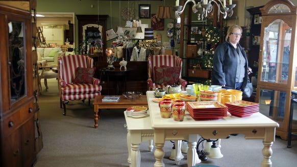 Fabuless Finds is a consignment shop located at 16160