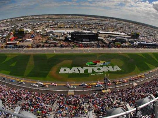 The start of the 58th annual Daytona 500, Sunday afternoon at the Daytona International Speedway .