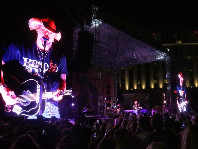 Jason Aldean kicks off the CMA Fest 2017 with a free
