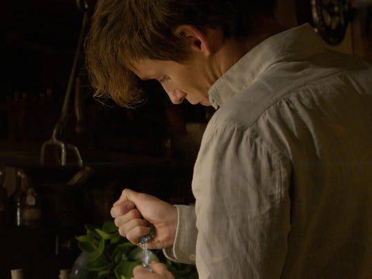 Eddie Redmayne conjures some movie magic as Newt Scamander