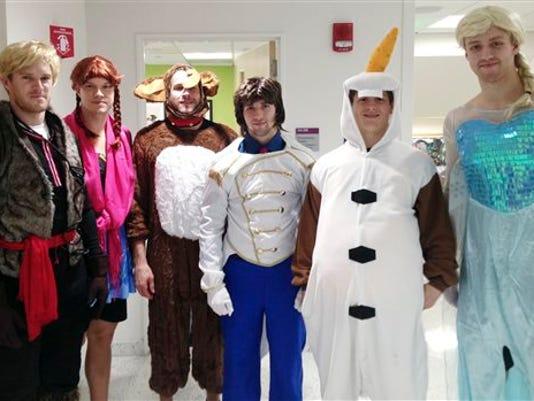 635501765541750108-Bruins-Frozen-costumes