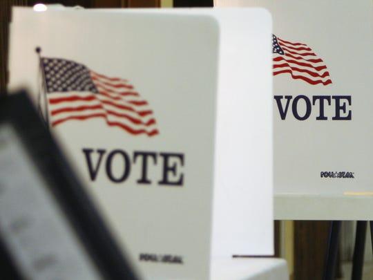 Fotografía de archivo de una casilla electoral en el condado de Monterey.