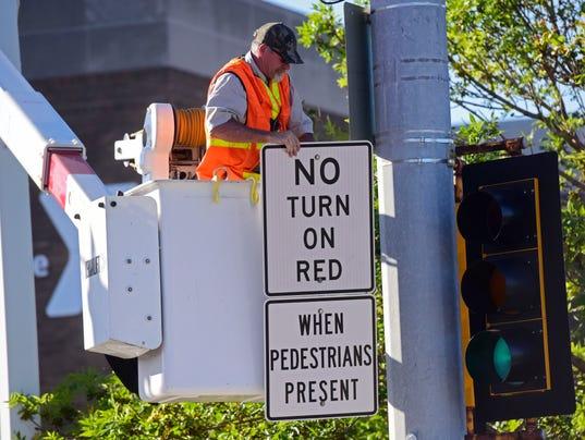 Right turn signs, minnesota avenue, 10th, 11th
