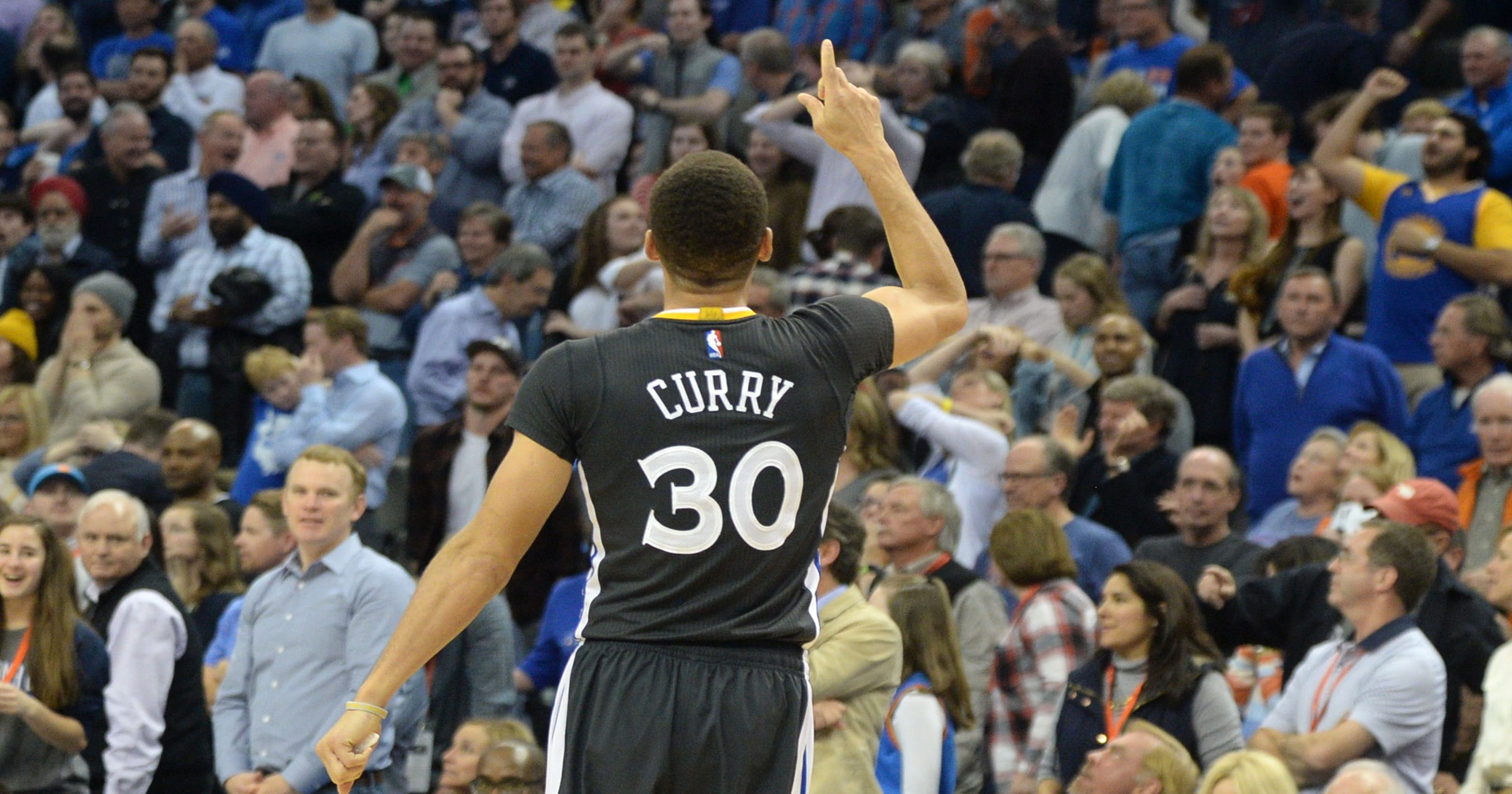cba4f10ea9a Stephen Curry s winning 3 lifts Warriors over Thunder