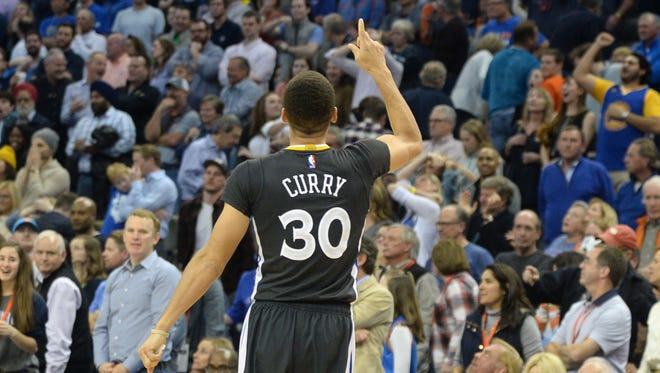 Stephen Curry celebrates his game-winning 3.