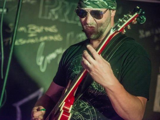 John Oakley of 7 Hand Slap rocked The Thirsty Turtle
