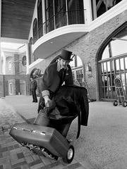 A top-hatted Rex Holmes added to the Opryland HotelÕs