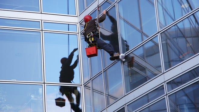 File: Window cleaner and offices building