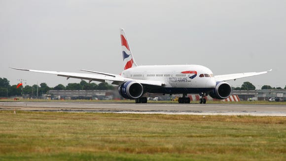 British Airways' first Boeing 787-8 Dreamliner touches