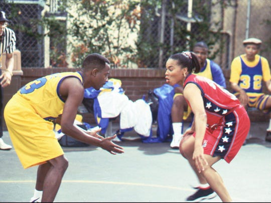 """Dawn Staley (R), member of the Gold medal-winning U.S. Women's Basketball Team, goes head to head with Martin (Martin Lawrence, L) on the episode """"Banging Hard on the School Yard"""" Thursday, Nov. 7 (8:00-8:30 PM ET/PT) on FOX. 'FOX BROADCASTING COMPANY CR: KASSA ZAKADI"""