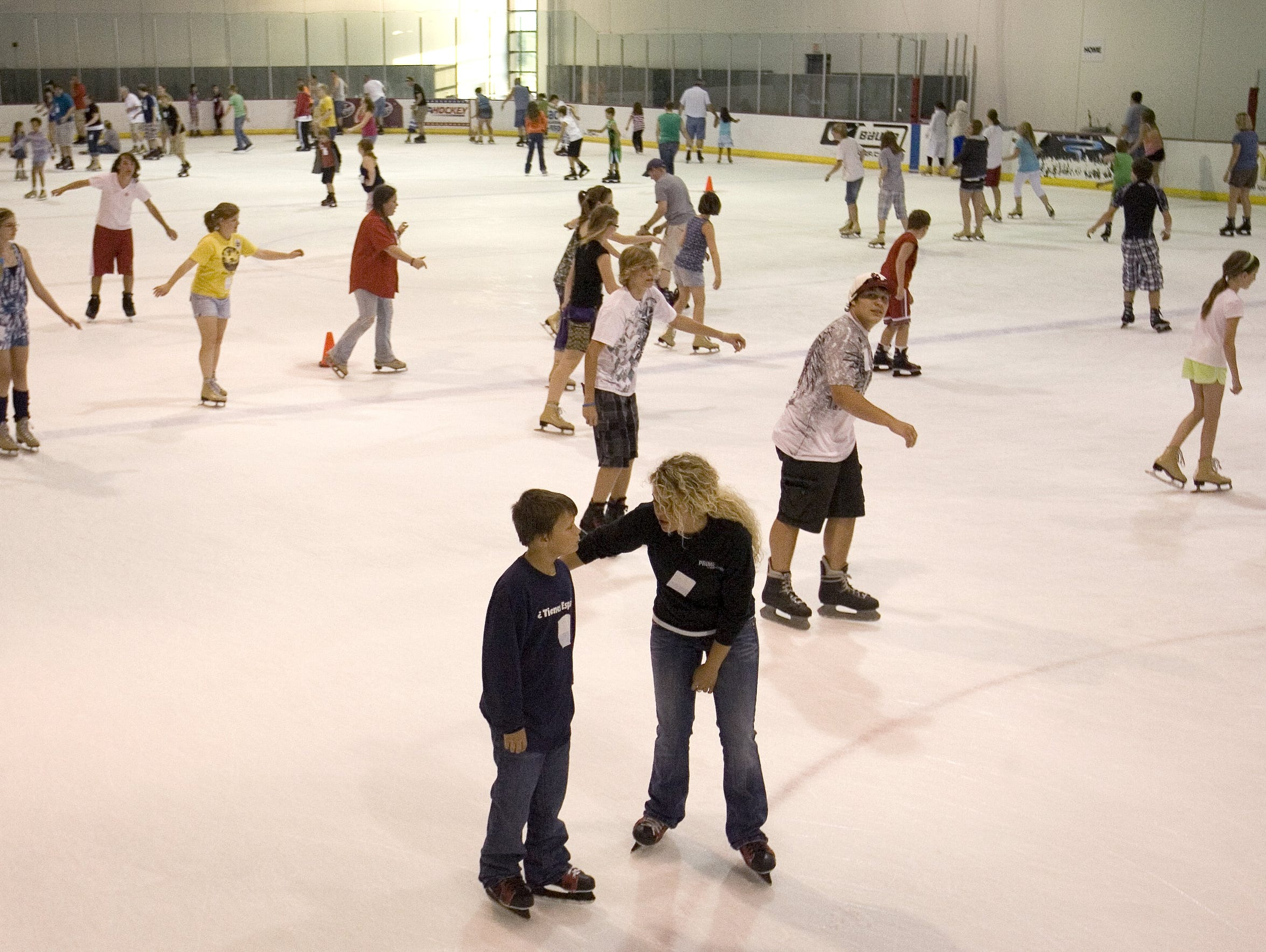 Thanksgiving weekend fun times: Mediacom Ice Park offers