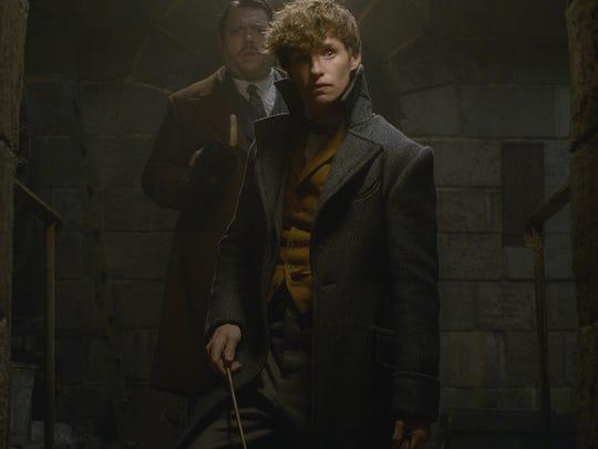 Newt Scamander (Eddie Redmayne, front) and Jacob Kowalski