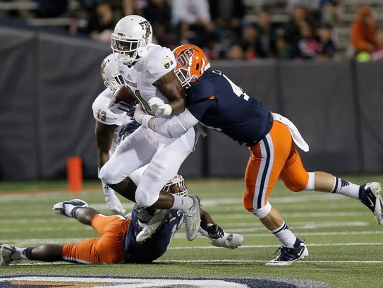 UTEP linebacker Cooper Foster, right, and defensive