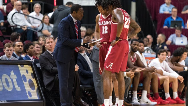 Alabama head coach Avery Johnson talks with guard Dazon Ingram (12) and guard John Petty (23) against Texas A&M Aggies in College Station, Texas on March 3, 2018.