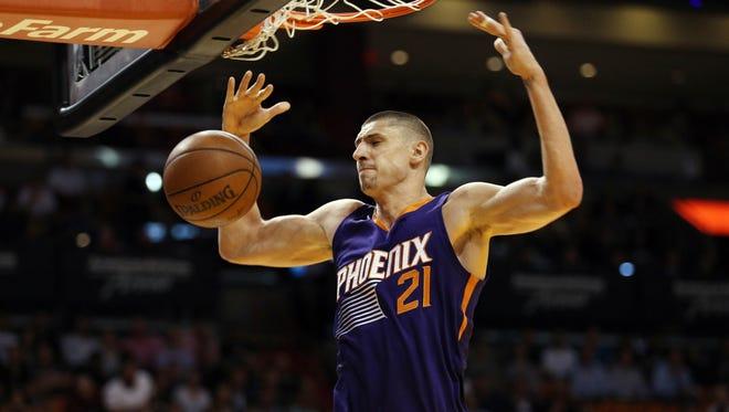 Phoenix Suns center Alex Len.