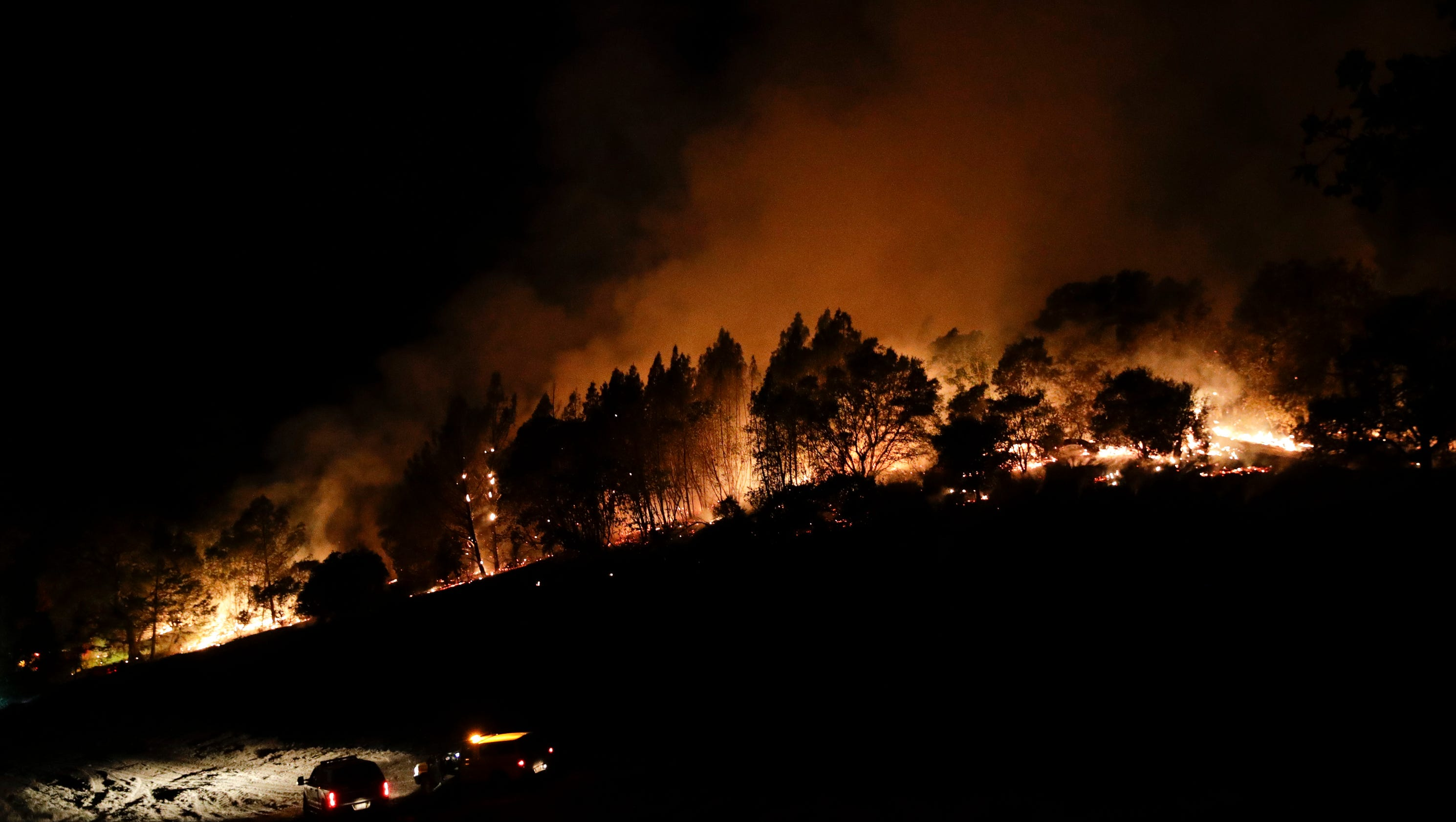 Thousands flee massive Southern California wildfire - NBC News