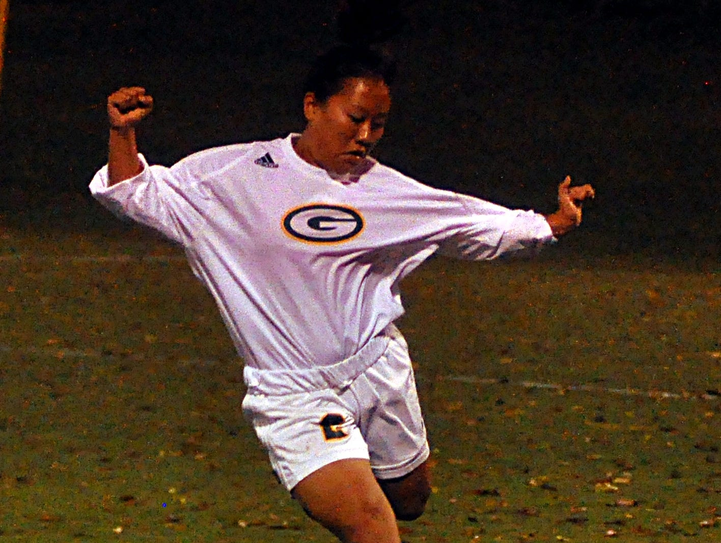 Gallatin High sophomore Christine Phanbandith prepares to clear the ball downfield during first-half action.
