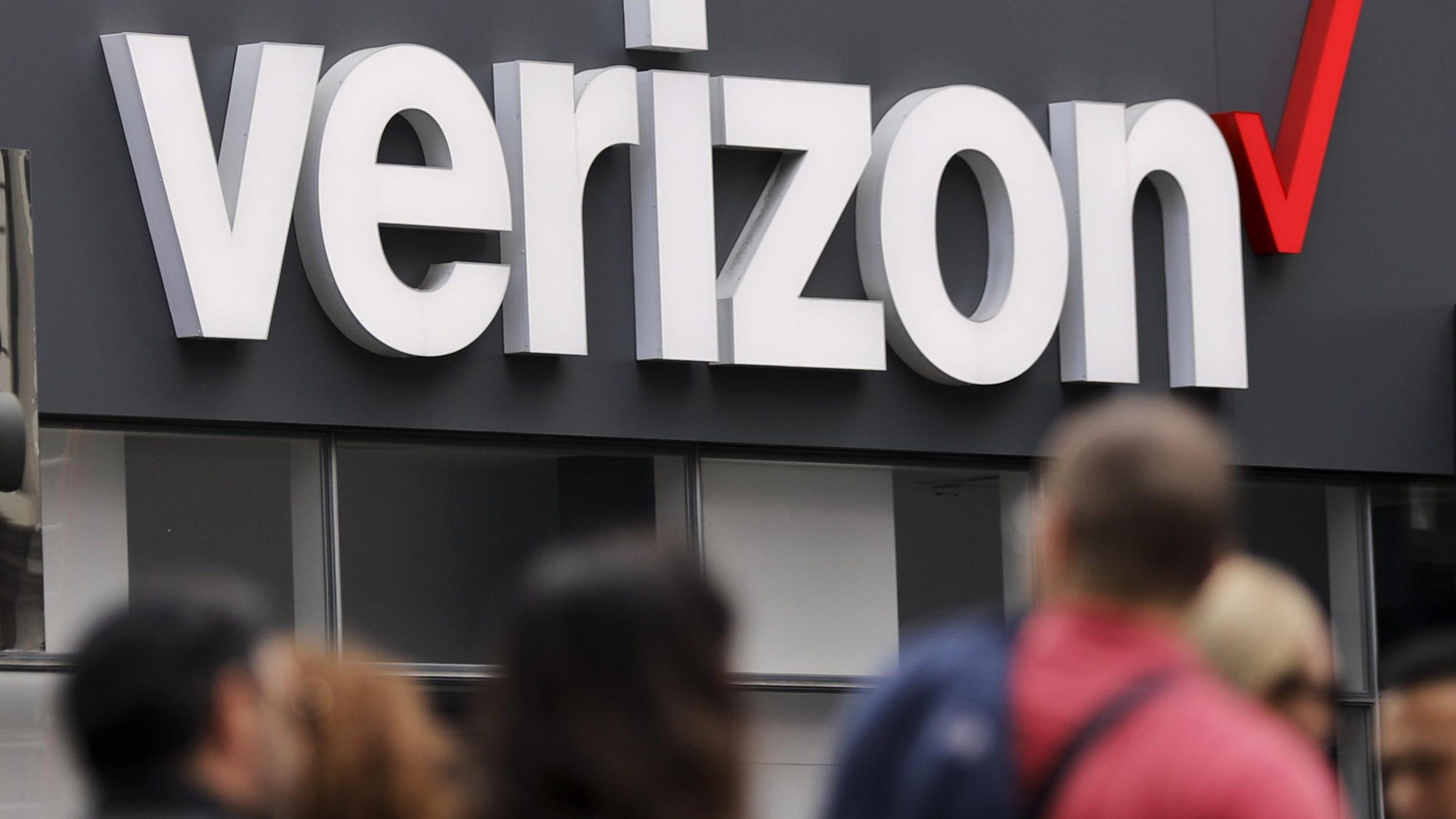 aaddbcc97624 cbsnews.com Verizon takes over Yahoo to complete  4.5B deal
