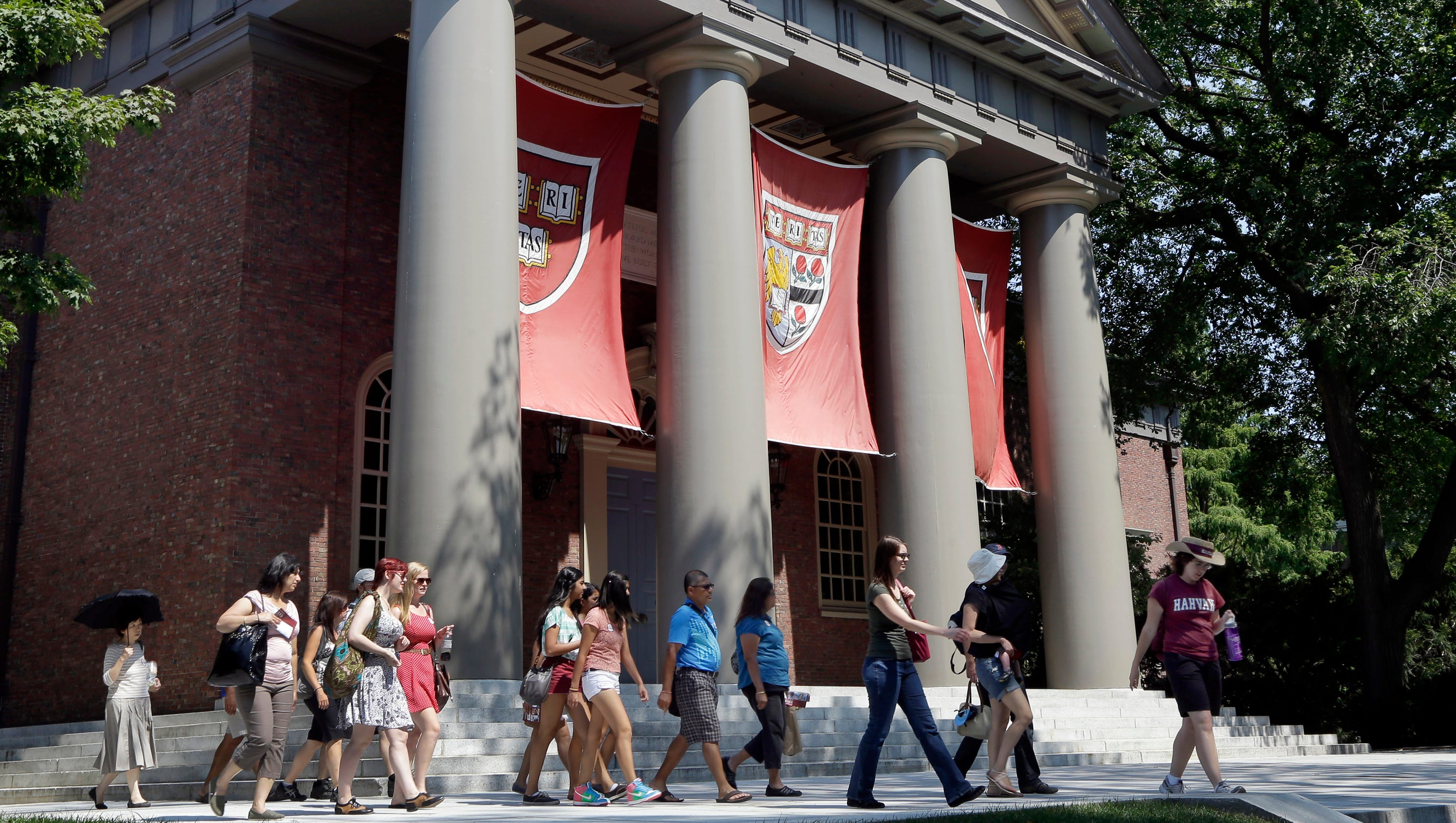 bias in college admissions Each year hundreds of thousands of students step up to bat in the college  admissions game they compile their transcripts and test scores,.