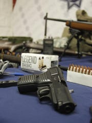Juárez police arrested two men accused of selling firearms.