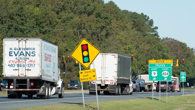 Notice for truck drivers for their truck route at the intersection of U.S. 113 and South Bedford Street in Georgetown.